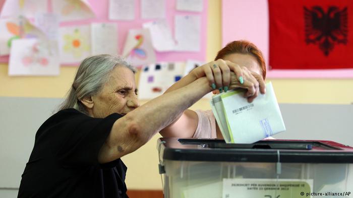 Arnavutluk siyasetine genel bakış