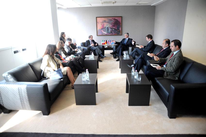 Elçilerden, Kosova Liderlerine Çağrı
