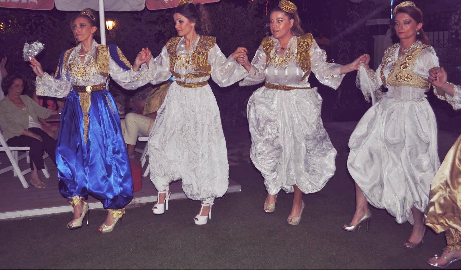 Türkiye'de Arnavut Kızlar Gelenekleri Sürdürüyor.