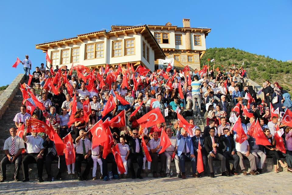 15 Temmuz'da Balkanlar darbe girişimi protesto etti.