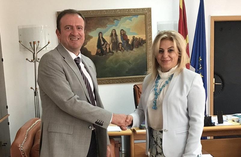 Türkiye Elçisi Makedonya Bakanları ile Görüştü