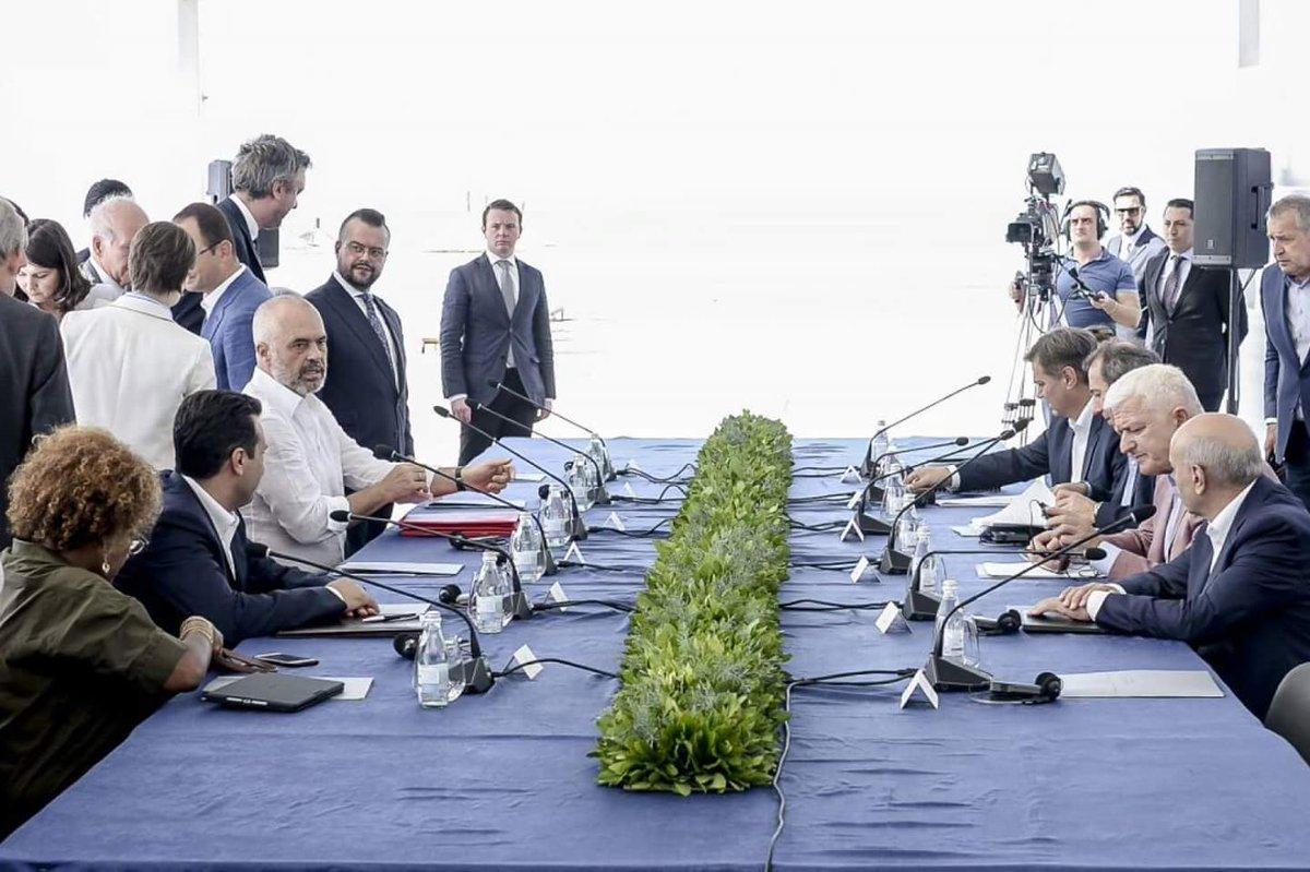 Batı Balkan Liderleri Arnavutluk'ta Toplandı