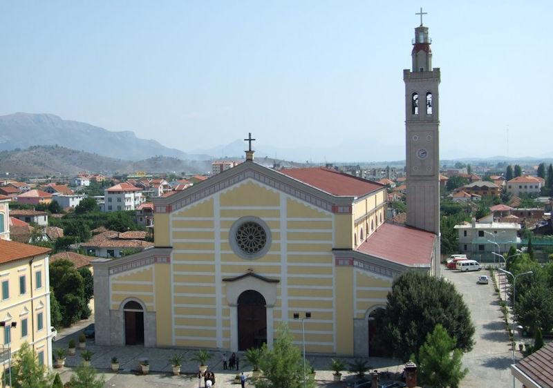 Arnavutluk Katolik Başpiskoposu Pazar Düğünlerini Yasakladı