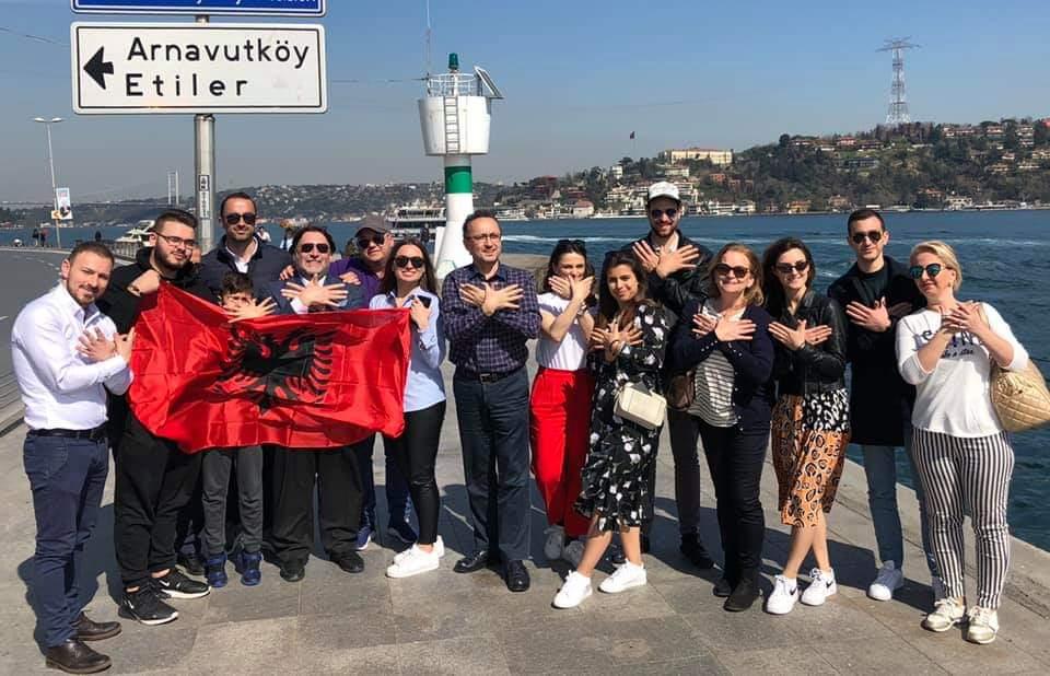 Arnavut Tiyatrosu Teuta Türkiye'de.