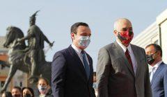 Arnavutluk Başbakanı Edi Rama destek için Kosova'da.